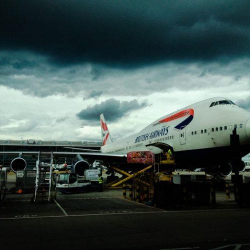 """El ciberataque de British Airways se llevó a cabo con """"skimmers digitales"""": clonadoras de tarjetas de crédito virtuales"""